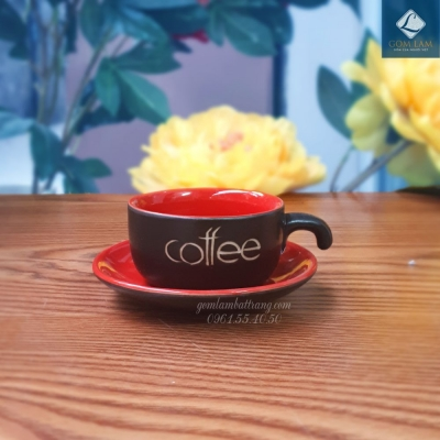 Cốc tách cà phê màu đỏ